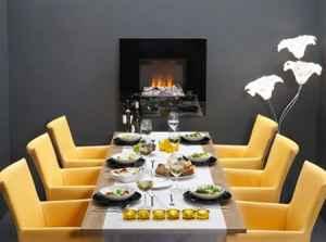 Ein Highlight für jeden Wohnraum: Elektro-Wandkamin Nissum in Schwarz Hochglanz