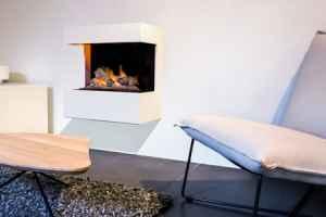Moderner, gradliniger Umbau für die Wand in creme-weiß