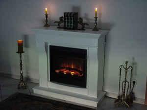 Dezente Formgebung und leidenschaftliches Feuer - ein schöner Kontrast bei diesem Elektrokamin. Seine Fassade verlockt dazu, lange in die Elektro-Flammen zu schauen.