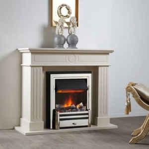 Klassische Fassade wird mit hervorragender Feuertechnik perfekt in Szene gesetzt.